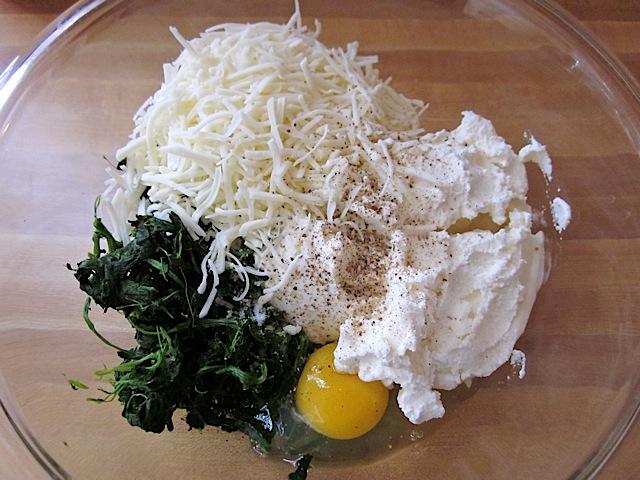 مخلوط اسفناج ،پنیرها و تخم مرغ