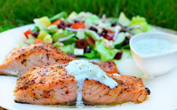 طرز تهیه ماهی سالمون به سبک یونانی با سس خیار
