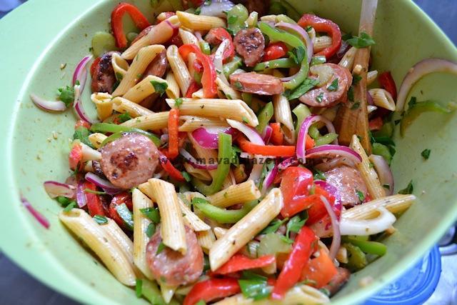 در نهایت سبزیجات را اضافه می کنیم