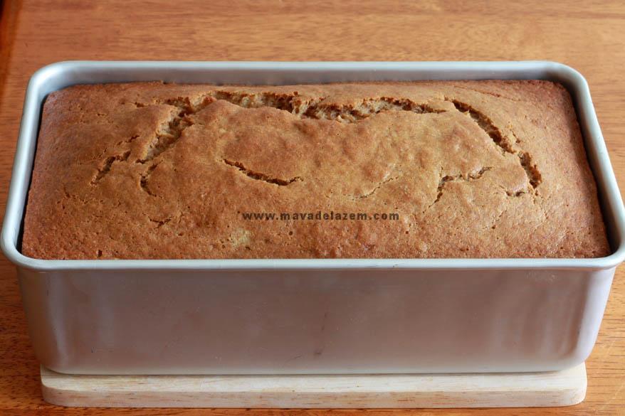 اجازه دهید کیک داخل قالب به  مدت 20 دقیقه بماند تا خنک شو