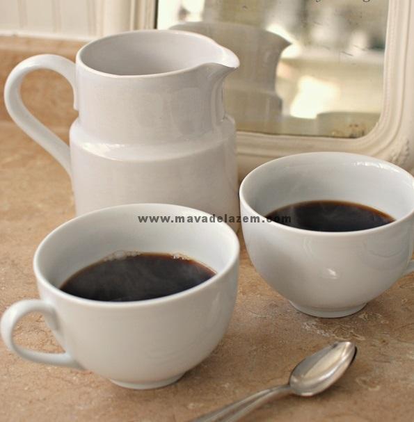 یک سوم فنجان را قهوه دم کرده می ریزیم