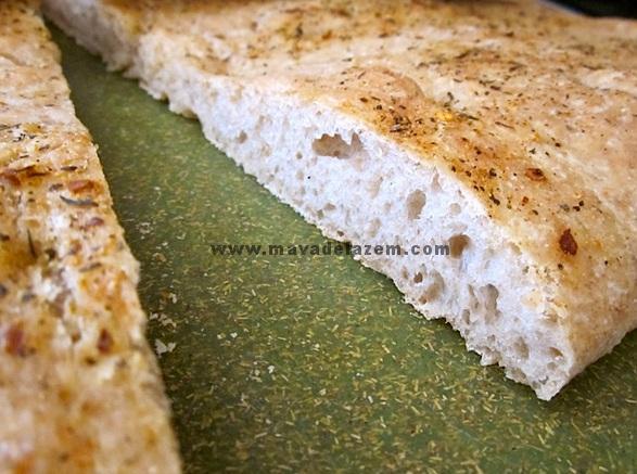 نان فوکاچیا را هم خرد می کنیم